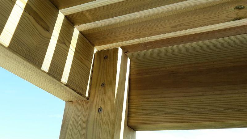 construction d 39 une pergola contemporaine en bois de pin rouge des landes trait classe 4. Black Bedroom Furniture Sets. Home Design Ideas