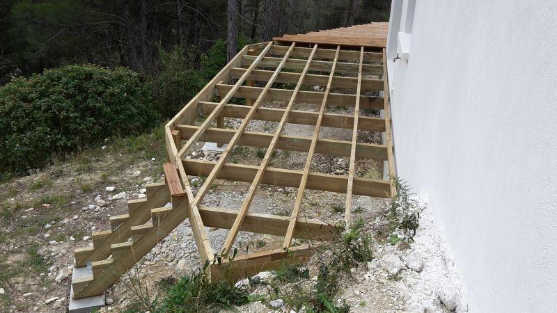 Construction DUne Terrasse En Bois De Pin Traite Classe   Gemenos