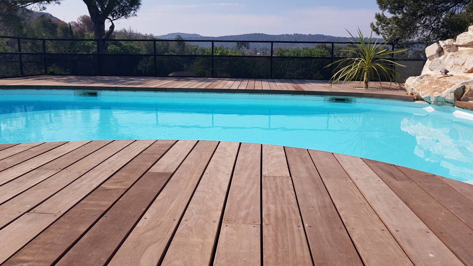 entourage d 39 une piscine en bois d 39 itauba vitrolles pose de parquet et terrasse en bois. Black Bedroom Furniture Sets. Home Design Ideas