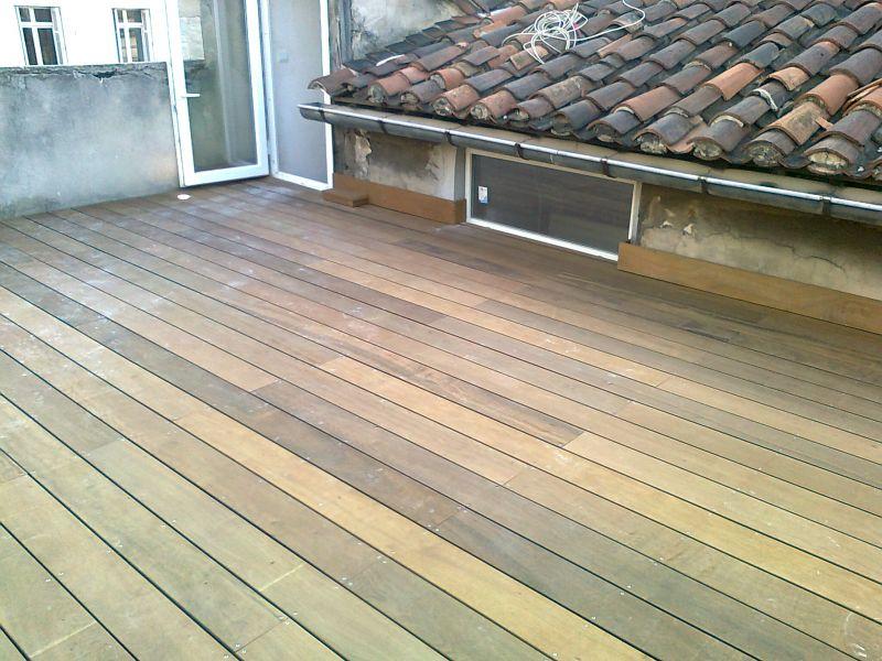 Terrasse en itauba suspendue par cables sur une toiture pentue 28 marseille patrice meynier for Cable pour terrasse