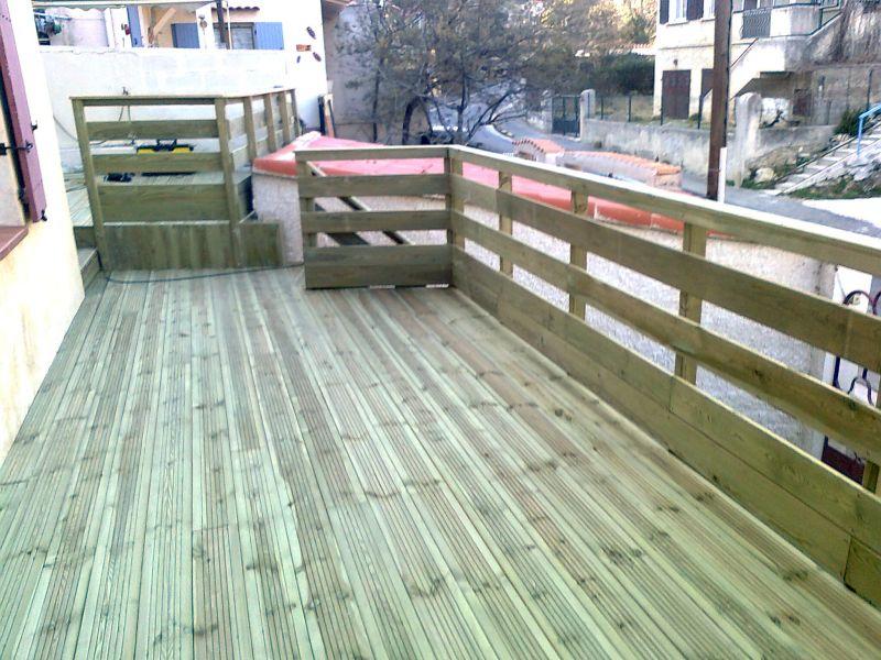terrasse suspendue en pin rouge des landes traite classe 4 marseille patrice meynier. Black Bedroom Furniture Sets. Home Design Ideas