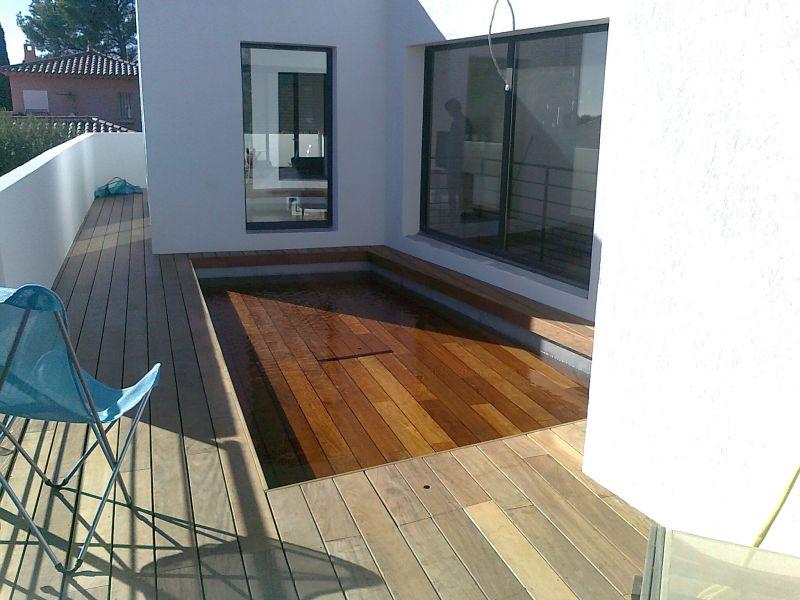 Terrasse et piscine fond mobile en ip bandol for Piscine fond mobile belgique