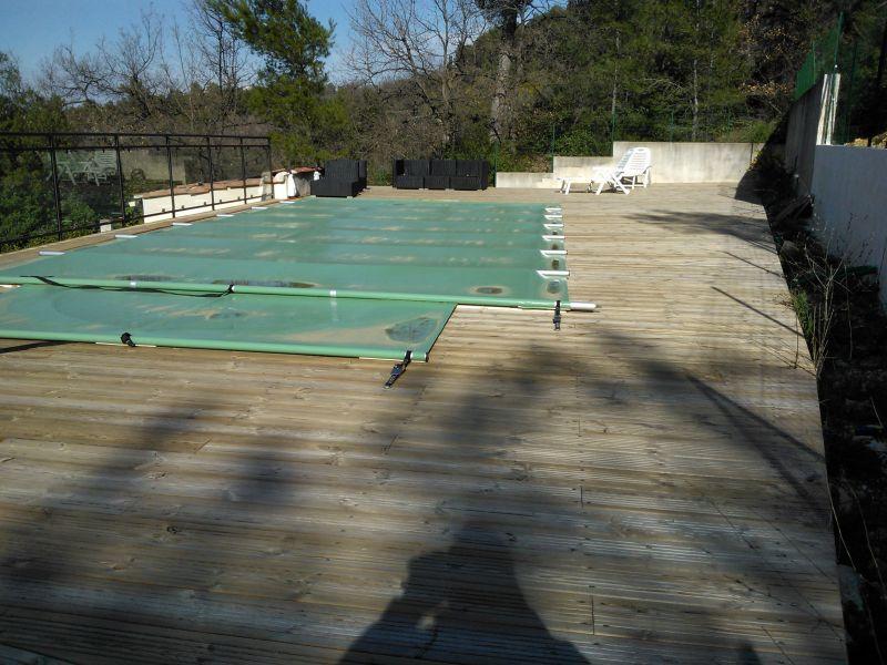 Installation d 39 un tour de piscine en bois marseille for Piscine 16eme