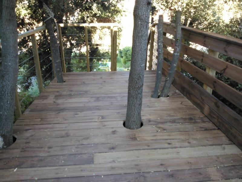 terrasse suspendue dans les arbres sausset les pins pose de parquet et terrasse en bois. Black Bedroom Furniture Sets. Home Design Ideas