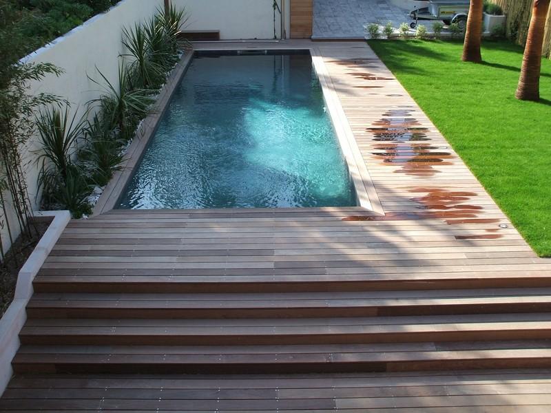 entourage de piscine en bois ip marseille pour une maison d 39 architecte pose de parquet et. Black Bedroom Furniture Sets. Home Design Ideas