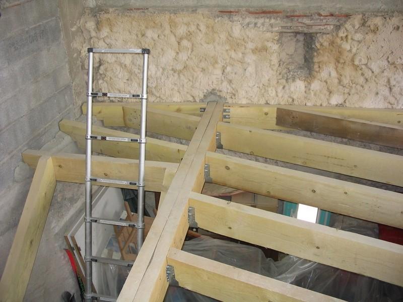 Charpente sc ll e en sapin trait pour une structure de for Ouvrir une tremie pour escalier
