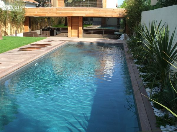 Terrasse bois suspendue sur piliers pin classe 4 patrice for Installation piscine bois