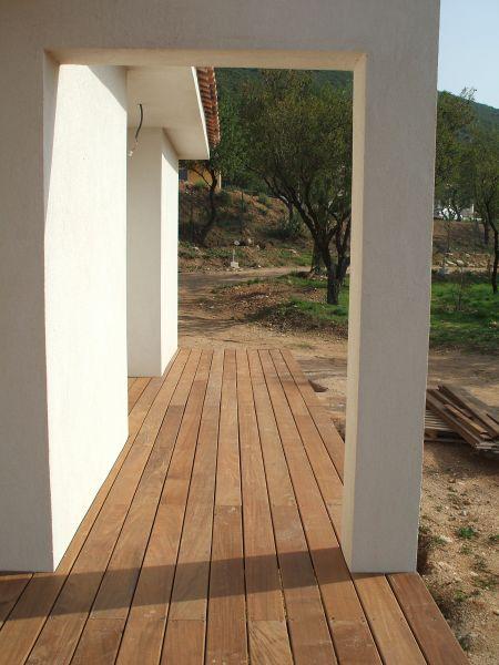 terrasse sur lev e en ip roquevaire pour une maison d. Black Bedroom Furniture Sets. Home Design Ideas