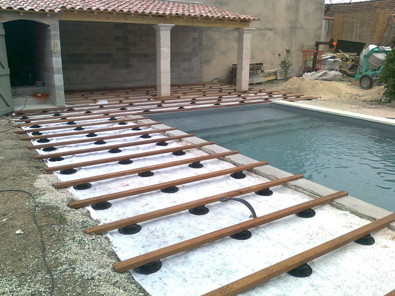 Tour de piscine en ip les pennes mirabeau patrice meynier for Tour de piscine en bois