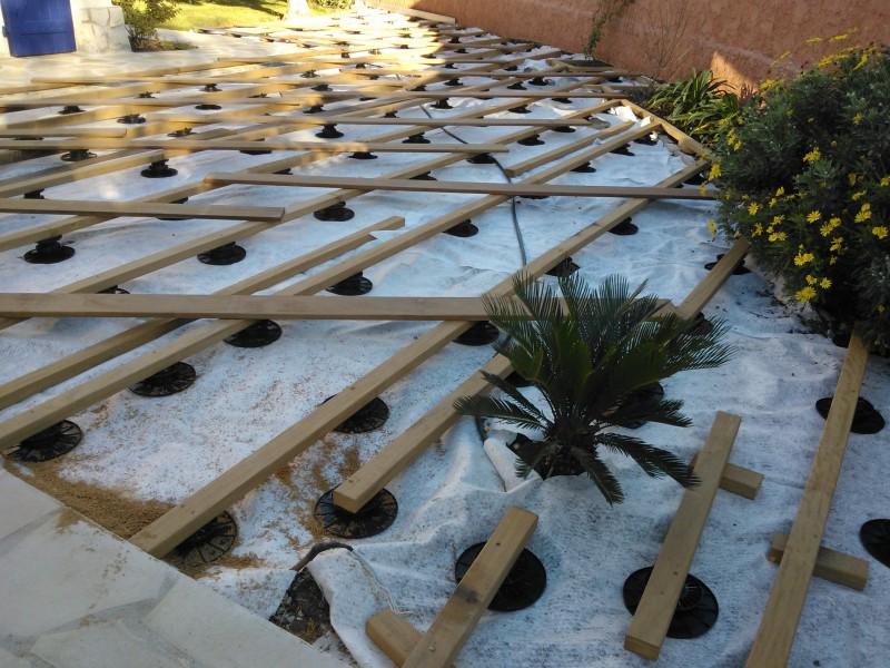 une terrasse en bois dIpe à La Ciotat pour agrandir lespace de